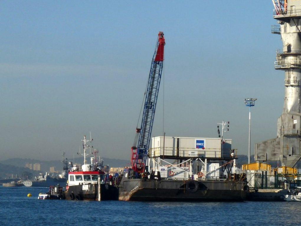 Remorqueur dans le port de Toulon et à la Seyne sur Mer