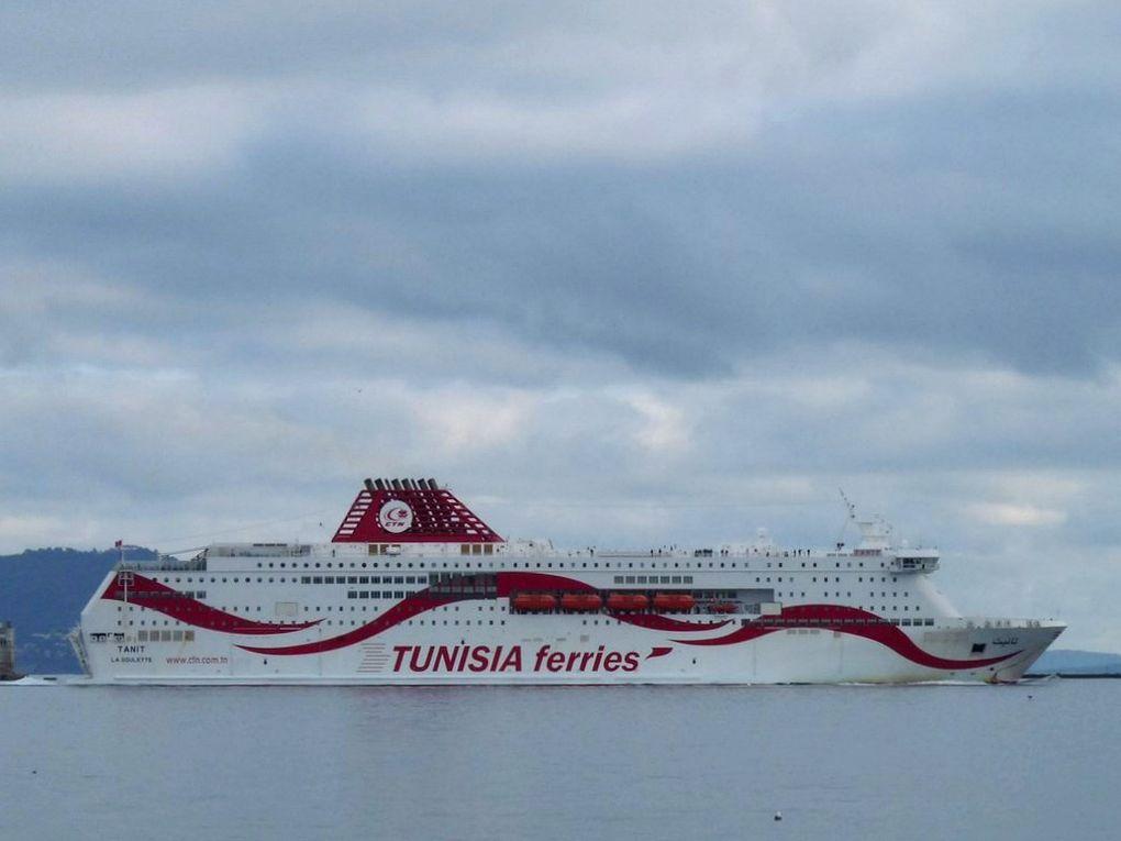 TANIT , ferrie Tunisien entrant et quittant Toulon