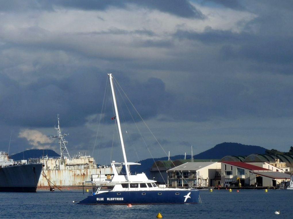 BLUE ALBATROSS , dans l'avant port de Saint Mandrier