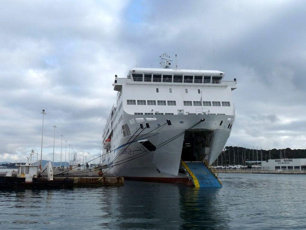 EL DJAZAIR II , ferrie Algérien  dans le port de Toulon