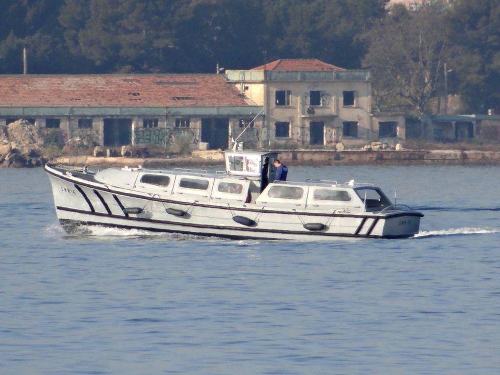 SMM 16 ,vedette pour le transport de personnel entre l'Arsenal et la presque ile de Saint Mandrier