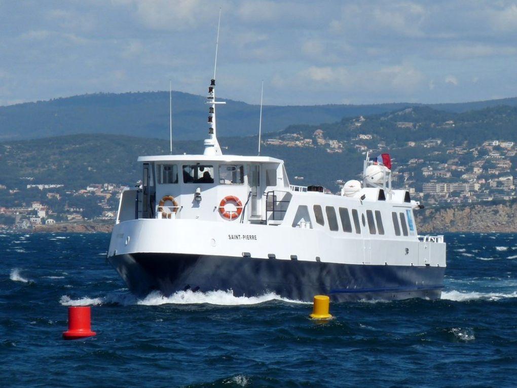 SAINT PIERRE , vedette pour le transport passagers et  fret entre le contiment et l'ile des Embiez