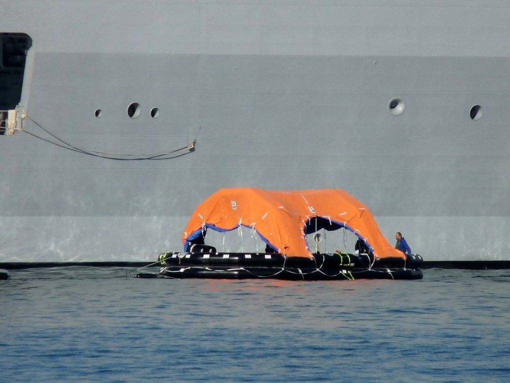 DIXMUDE  L9015 , en exercice d'évacuation