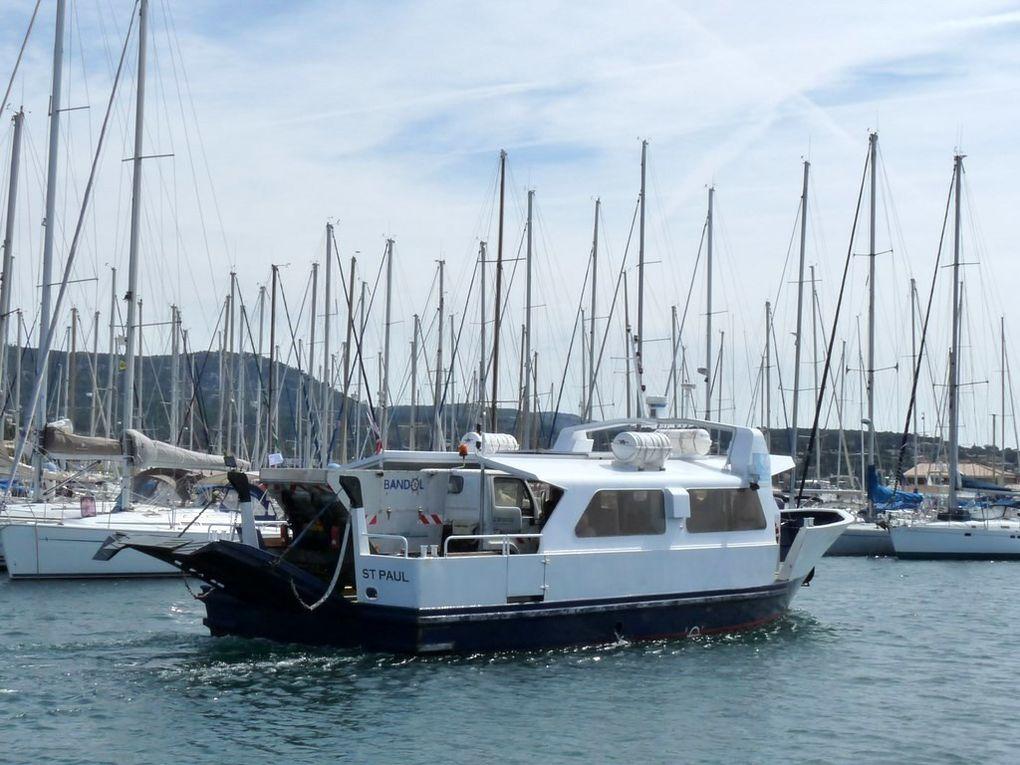 SAINT PAUL , vedette pour le transport passagers et  fret entre le contiment et l'ile de Bendor