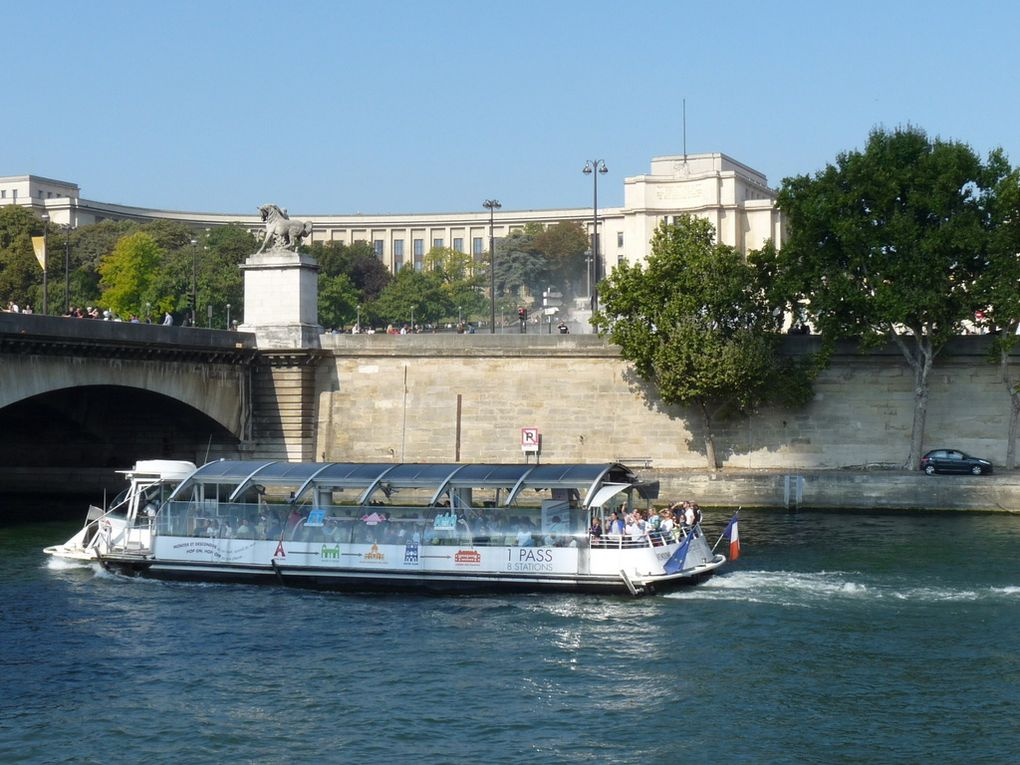 VENDOME , vedette bateau-bus à Paris