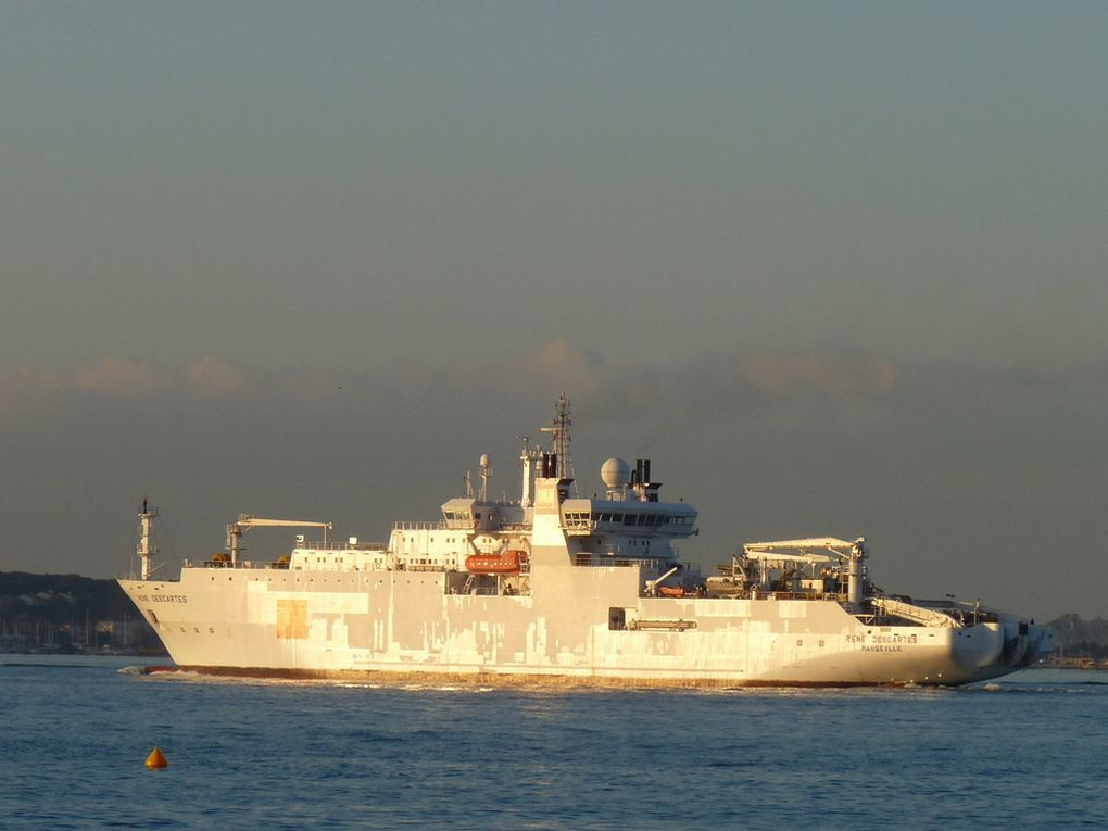 RENE  DESCARTES (2) , navire cablier d'Orange