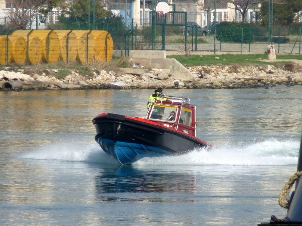 CB 16 , vedette pour les équipes de lamanage du port de Lavera