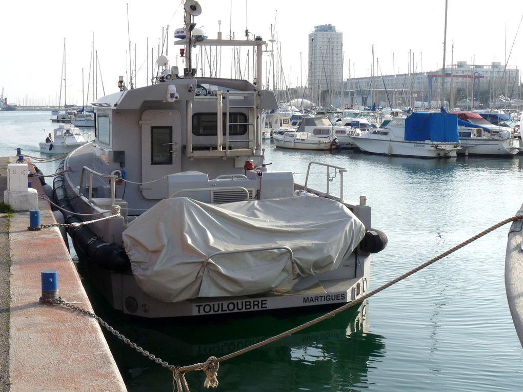 TOULOUBRE  DF 61 , vedette des douanes dans le port de Port de Bouc
