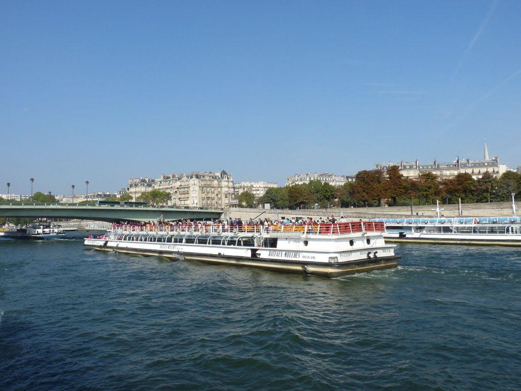 Coche D'EAU , sur la Seine à Paris