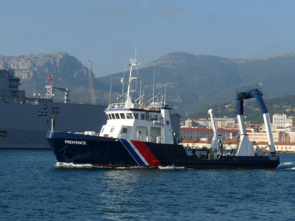PROVENCE , navire des phares et balises