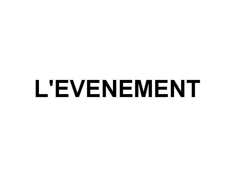 L'EVENEMENT  , sur la Seine à Paris