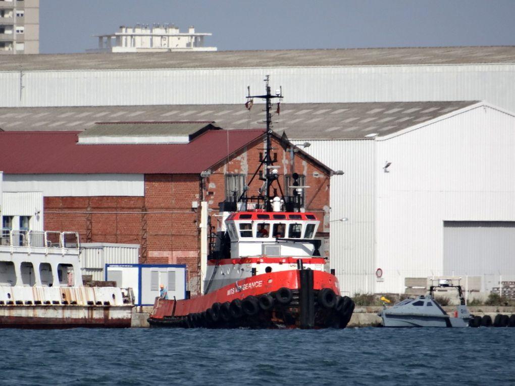 MTS VENGEANCE , dans le port de la Seyne sur Mer le 07 mai 2016 , pour remorquage des coques ex Isard et Posséidon vers le chantier de déconstruction à Gand , Belgique