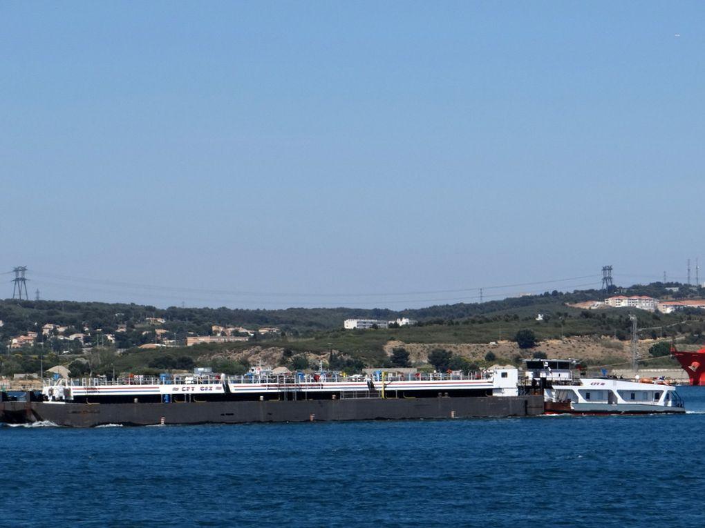 AUDACIEUX  à Port de Bouc et embouquant le canal de Fos sur Mer le 21 mai 2016