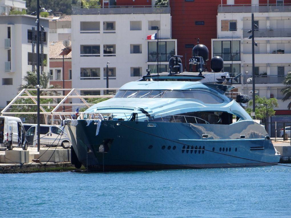 BLUE ICE , a quai à la Seyne sur Mer le 18 mai 2015