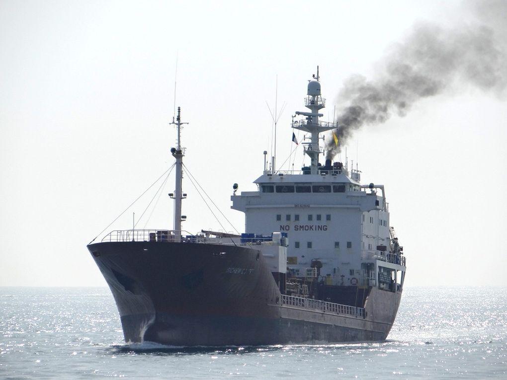 SICHEM  COLIBRI , arrivant dans le golfe de Fos sur Mer  et rentrant au port de Lavera le 19 février 2015