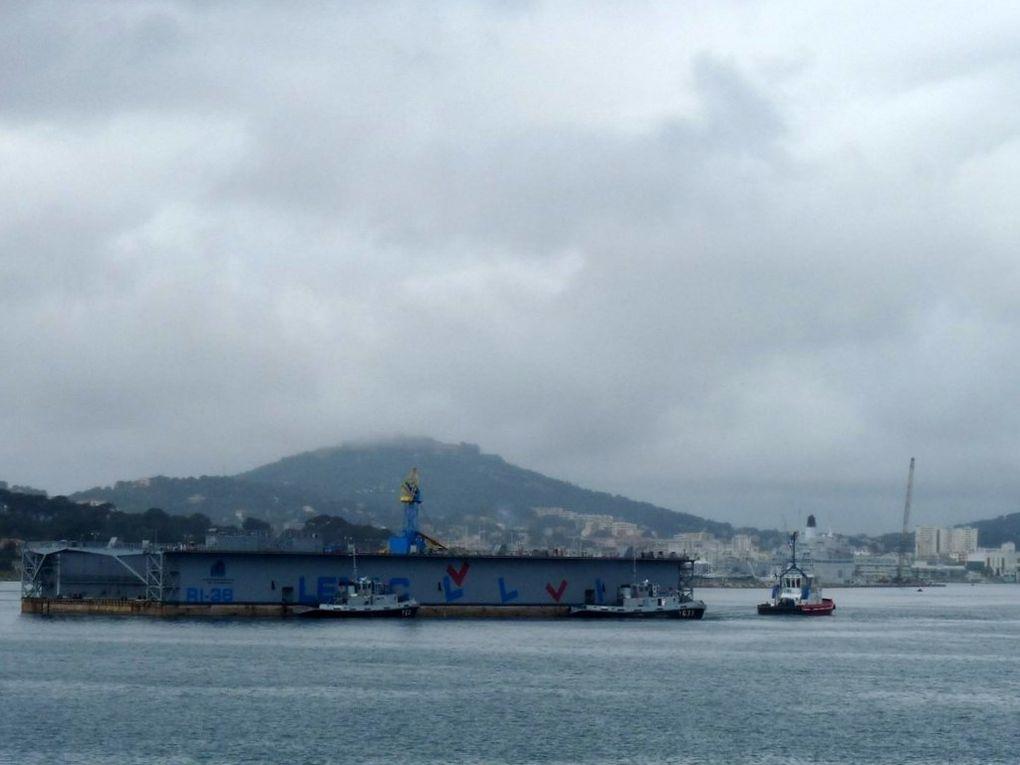 DOCK  RI  38 , dock flottant venu a Toulon Brégaillon pour la déconstruction de trois anciens navires de la marine nationale
