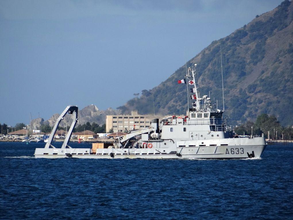 TAAPE  A633, batiment de soutien de région ( BSR) en petite rade de Toulon le 31 mai 2016
