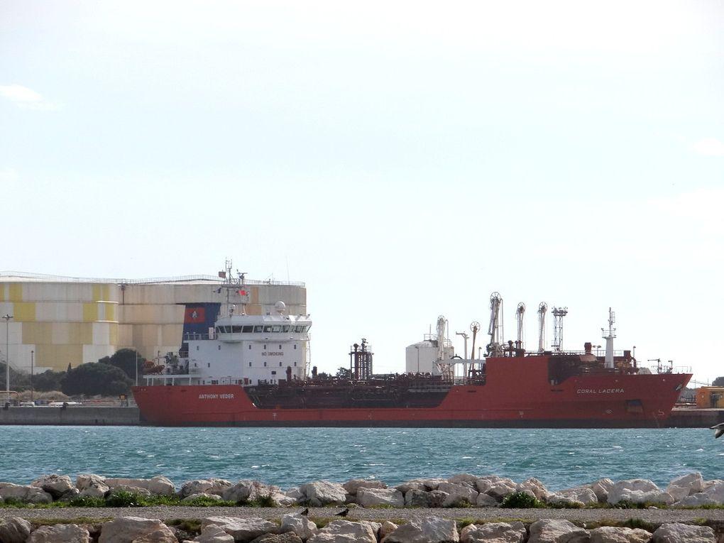 CORAL  LACERA , dans le port de Lavera le 02 mars 2016