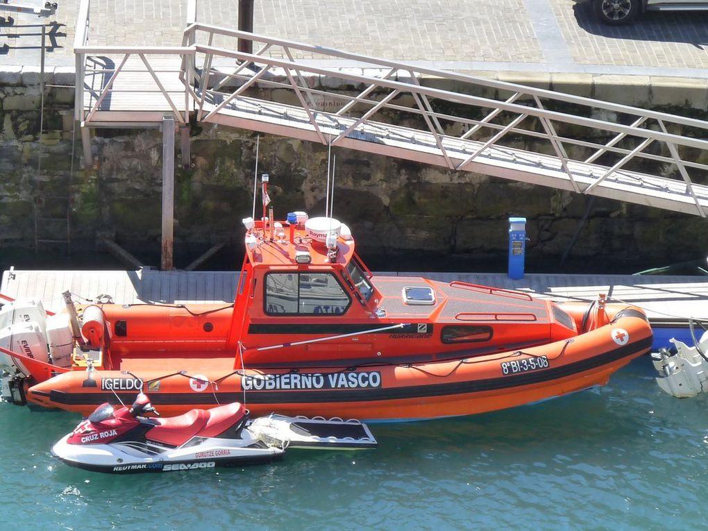 """IGELDO , zodiac de la """" SNSM"""" espagnole dans le Port de San Sébastien le 08 septembre 2011"""