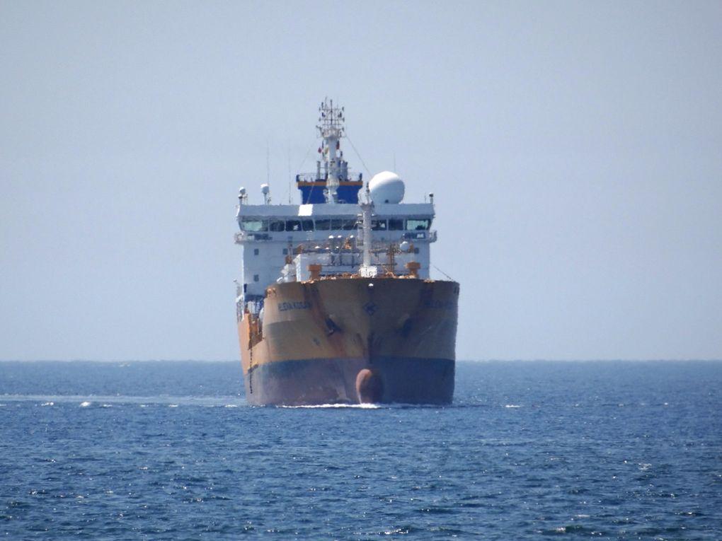 HELENA KOSAN, arrivant dans le golfe de Fos sur Mer et dans le port de  Lavera le 12 aout 2015