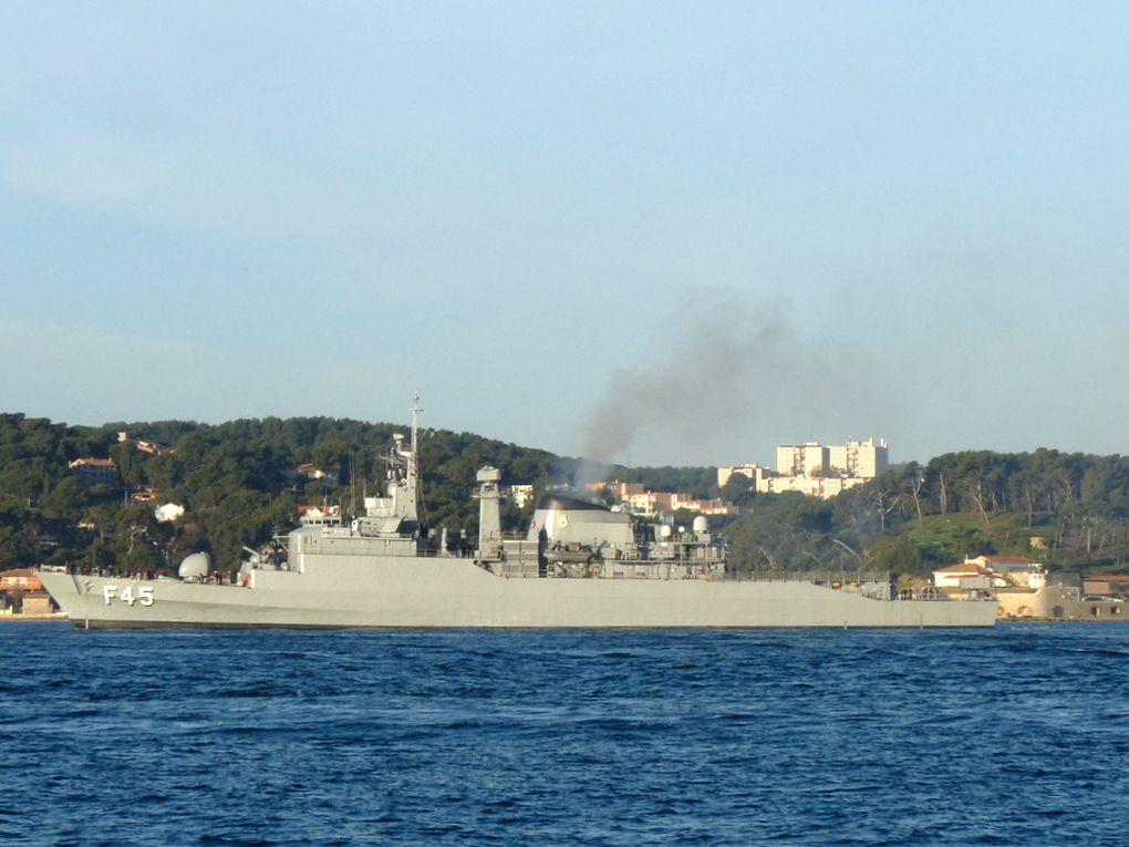 UNIAO  F45 , frégate de la marine brésilienne , appareillant de Toulon le 02 mars 2017