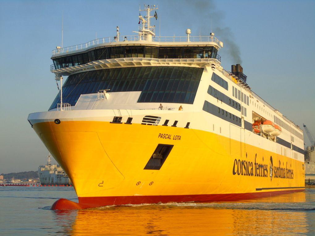 PASCAL LOTA , arrivant à Toulon pour sa première escale dans le port le 16 juin 2017