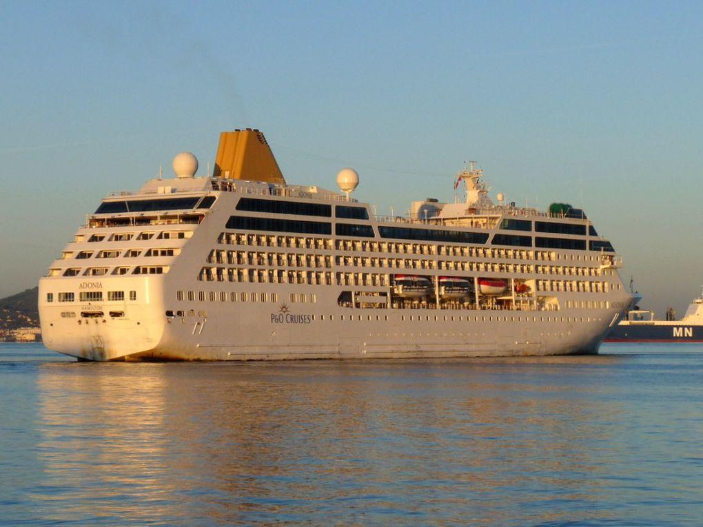 ADONIA  , arrivant à Toulon le 17 octobre 2015