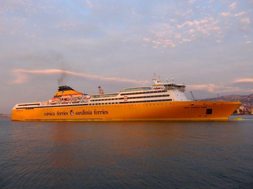 MEGA EXPRESS THREE , appareillant de Toulon le 21 décembre 2013