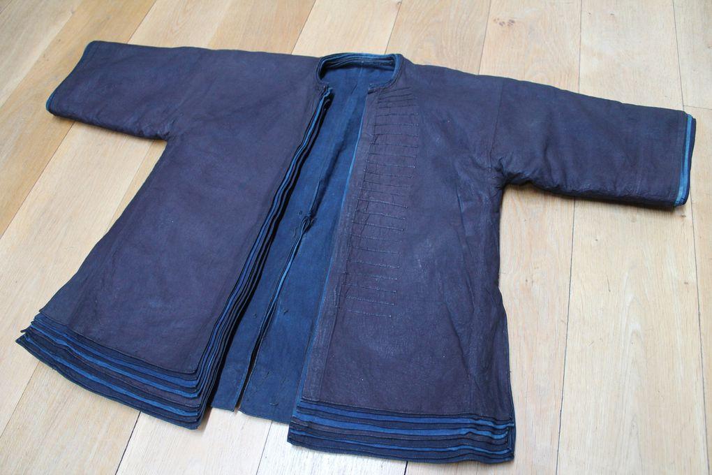 «Indigo» de Catherine Legrand - impression japonaise - veste chinoise - porte-bébé chinois avec franges