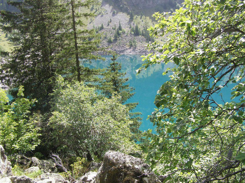 LAC LAUVITEL et ses eaux vives ( ECRINS ) - Reflets , cascades . . .