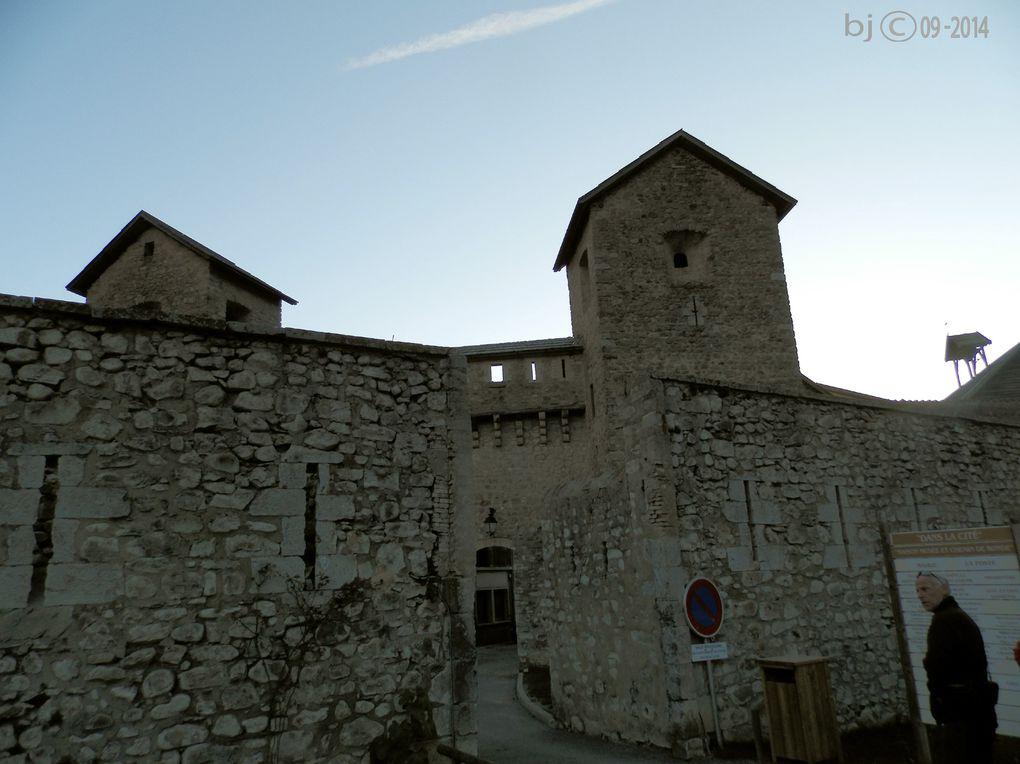 COLMARS les ALPES - Cité Vauban en val d' ALLOS - dans l' écrin de ses murailles .