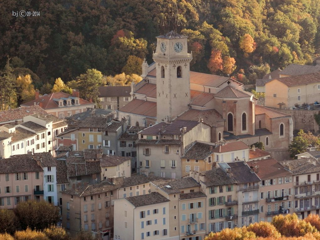SAINT VINCENT , SES PAYSAGES, Digne vu de la crête . . . Alpes de Haute Provence .