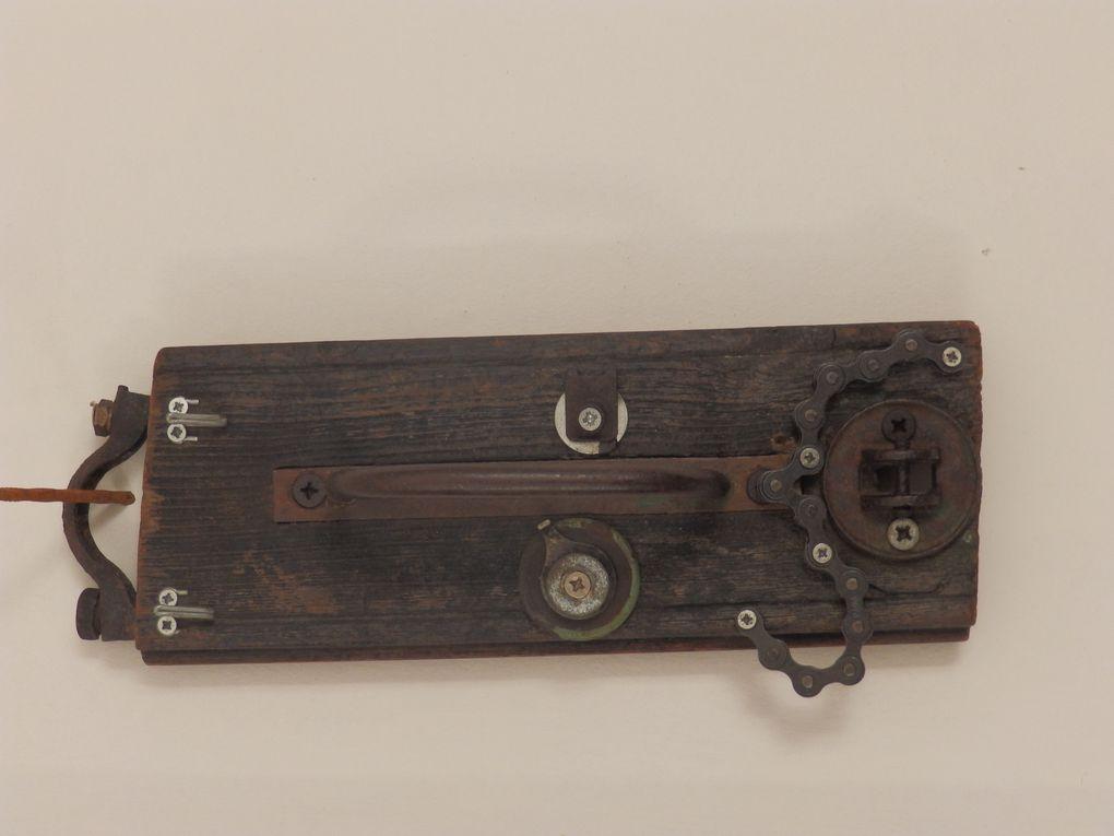 Les petits formats : Art Singulier, pour porte clefs et sculpture de récup.
