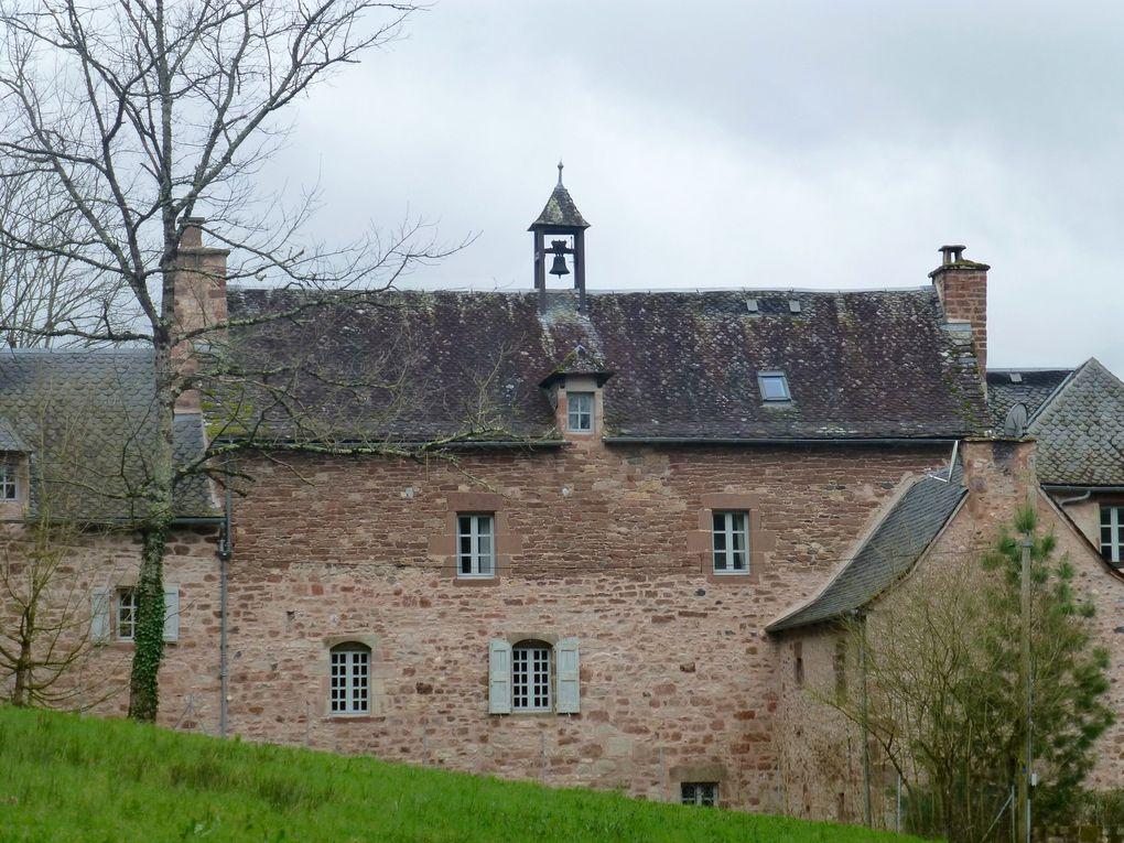 Un départ d'Espalion sous les vestiges de l'ancien château. La belle église en grès rose de Saint Pierre de Béssuéjouls...