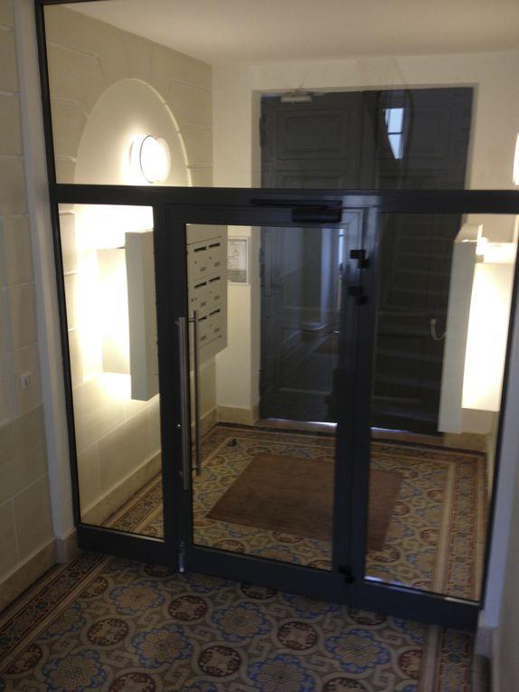 Hall d'entrée et parties communes de l'immeuble rue d'Enghien..