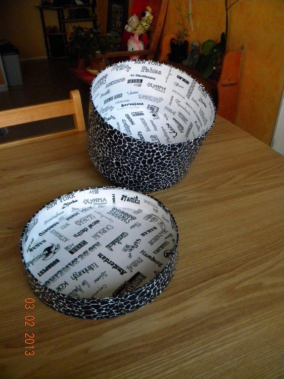 une très  jolie boite ronde recouverte de papier décopatch