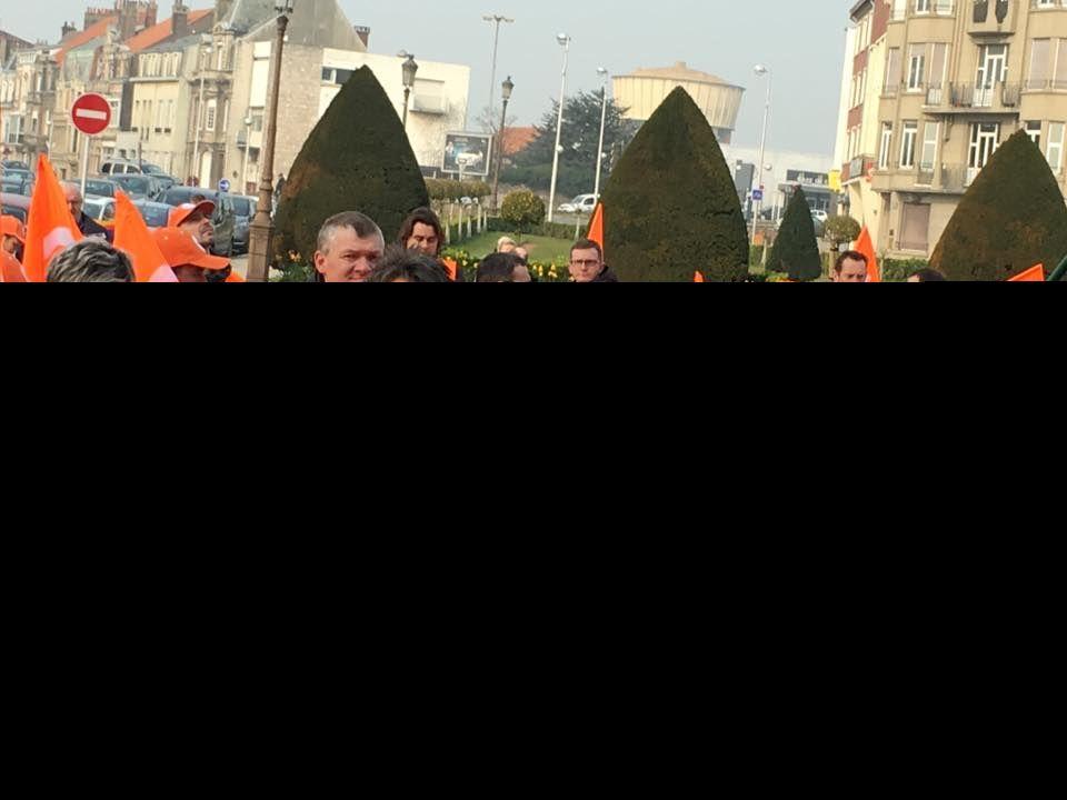 Environ 220 personnes se sont mobilisées ce matin dans les rues de Calais pour exprimer leur mecontentement face à la loi El Khomeri.