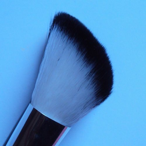 Contour blusher brush de Hema