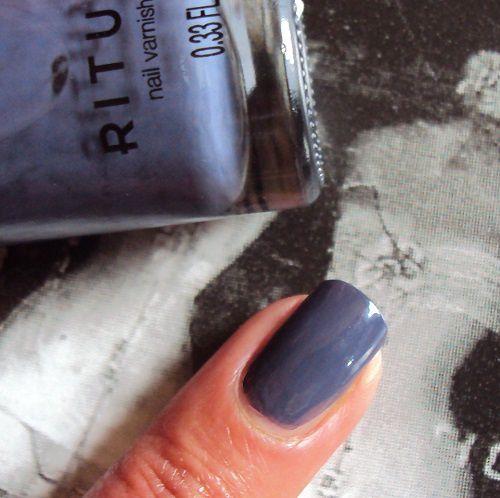 Sur mes ongles : Blue Veil de Rituals
