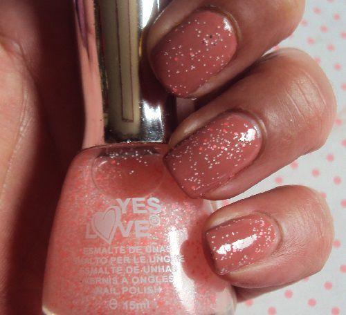 Sur mes ongles : Glow in the Dark with Coke de Yes Love