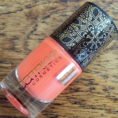 Sur mes ongles : Nomaddicted to Red de Catrice (coll. Nomadic Traces)