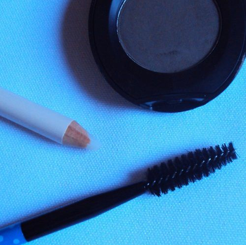 Eyebrow comb de Essence (coll. Make me pretty)