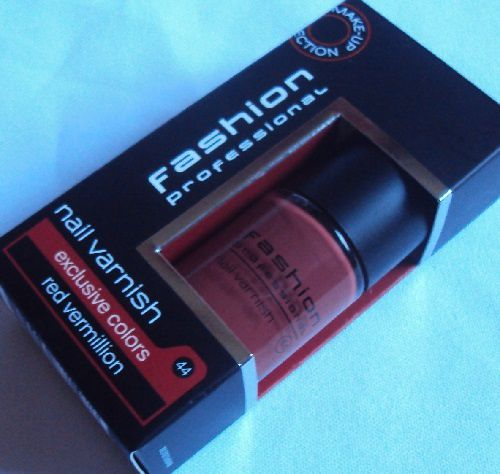 Sur mes ongles : Red Vermillion de Fashion Professional