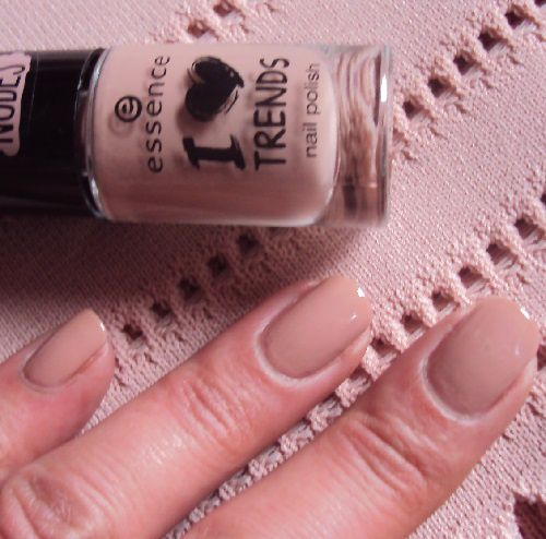 Sur mes ongles : I'm Lost in You de Essence