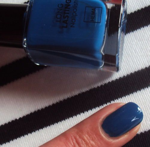 Sur mes ongles : Royal Blue de Hema