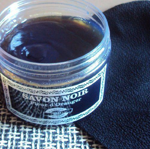Le gommage au savon noir