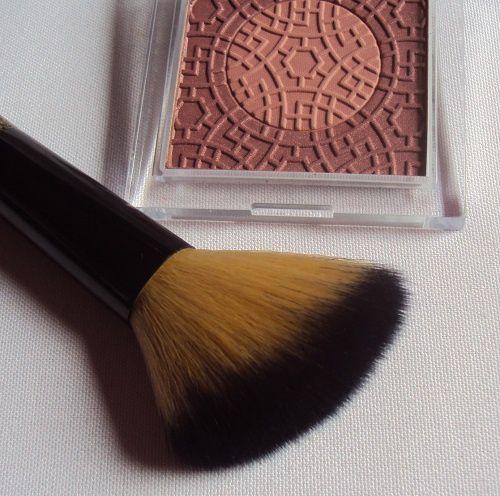 Blush brush de Essence (coll. Lights of Orient)