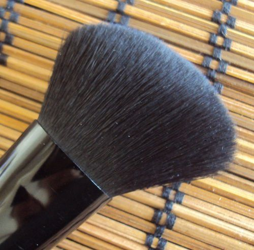 Contouring brush de Essence (coll. Me &amp&#x3B; my umbrella)