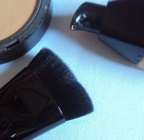 Flat top buffer brush de Make Up Academy (MUA)