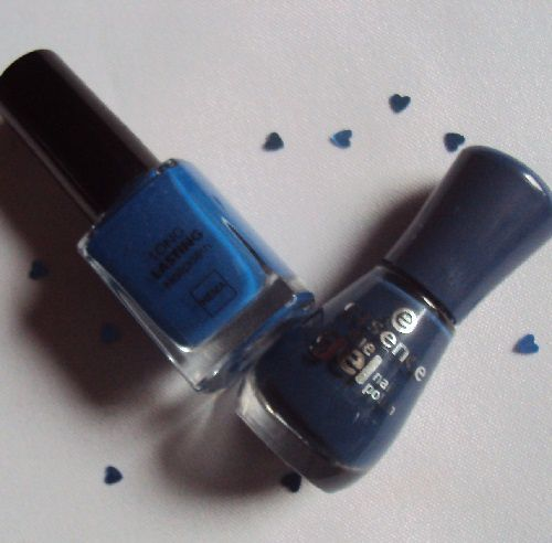 Sur mes ongles : 78 Royal Blue de Essence